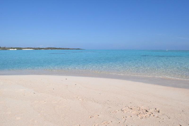 与論島 数時間だけ出現する幻のビーチ【百合ヶ浜】