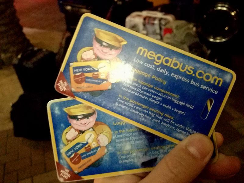 メガバスに乗る際の注意点:盗難に遭わないよう、貴重品は預けず自席に持っていく
