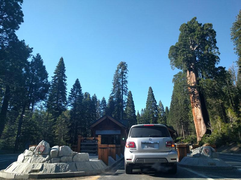 セコイア & キングスキャニオン国立公園の入り口