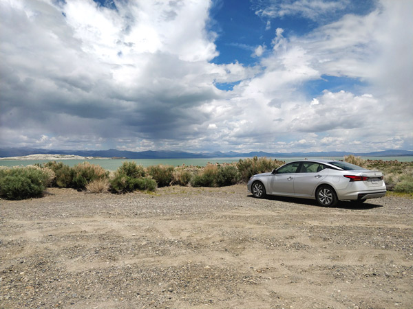 モノ湖の駐車場