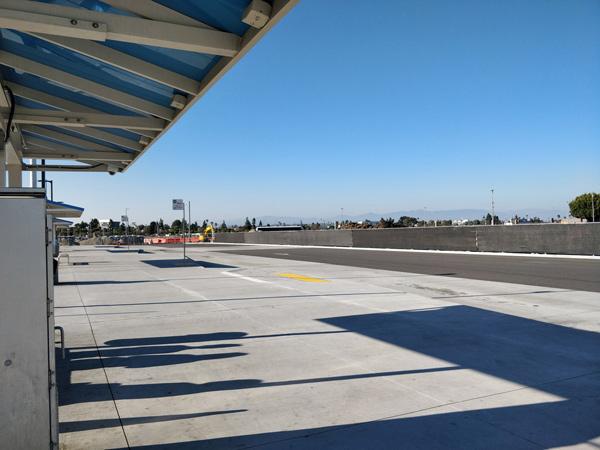 LAXでUberに乗る場所はLAX-it