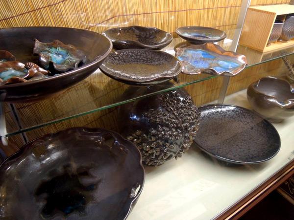 よろん焼の作品はサザンクロスセンターに展示されている