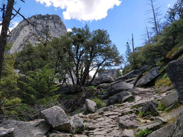 バーナル滝頂上~ネバダ滝