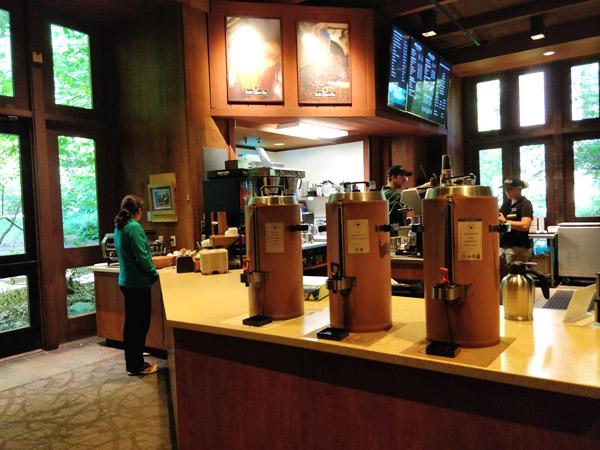 コーヒーコーナー(ピーツコーヒー & ティー)の店内