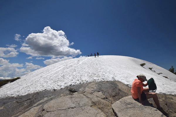 時期によっては初夏でもプチ雪山登山が楽しめる
