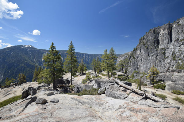 アッパーヨセミテ滝トレイルは4部構成のハイキングコース