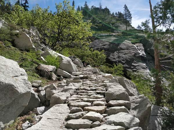 アッパーヨセミテ滝トレイルの歩きやすさ