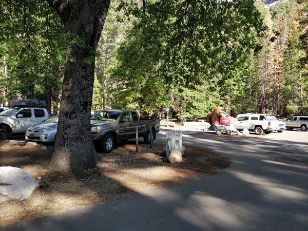 アッパーヨセミテ滝トレイルの駐車場