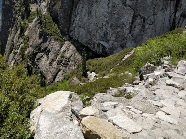 崖からの転落には要注意