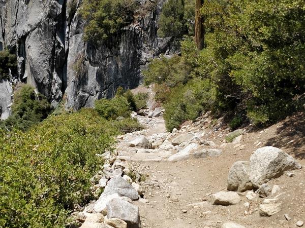下山:ヨセミテポイントからアッパーヨセミテフォールズトレイルヘッドまで